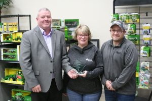 RDO employees holding award